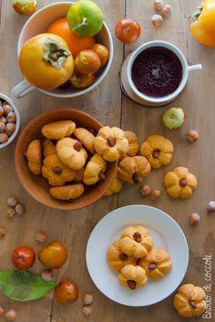 Addolcisci le colazioni e le merende d'autunno e i giorni di festa con questi biscotti al gusto di zucca e mandorle (preparati senza uova).