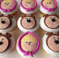 Masha y el oso Cumple Juliette Bear Cupcakes, Bear Cookies, Cupcake Cookies, Baby Birthday Cakes, Bear Birthday, Masha Et Mishka, Masha Cake, Marsha And The Bear, Fondant Cupcake Toppers