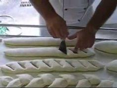 Coupes Sur Baguettes - 3 lovely, decorative techniques of cutting and shaping baguettes. Pear Bread, Baguette Bread, Pane Baguette, Sourdough Recipes, Bread Recipes, Cooking Recipes, Savoury Biscuits, Savoury Baking, Croissant Brioche