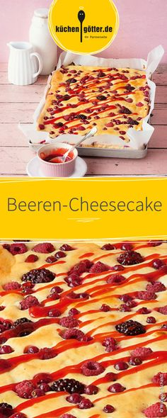 Saftiger Cheesecake vom Blech, verfeinert mit leckeren Waldbeeren, wie Himbeeren und Heidelbeeren.