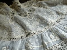 Linge ancien, antiquités, mercerie ancienne au Souffle d'Antan - vêtements anciens - Pelerine Vêtement ancien - du merveilleux linge ancien -