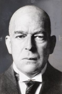 Oswald Spengler ( 1880-1936 ) ,, Los ginącego Rzymu powtarza się wielokrotnie. ''