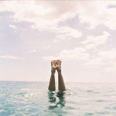 El mar y flotar en el...