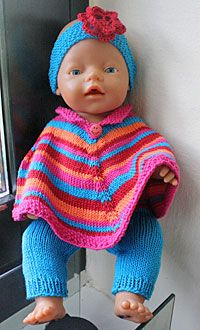Foto af Baby-Born i ponchosæt Knitting Dolls Clothes, Doll Clothes Patterns, Clothing Patterns, Knitted Doll Patterns, Knitted Dolls, Knitting Patterns, Baby Born Clothes, Pet Clothes, Baby Knitting