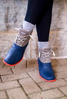 Looking for a quick ad easy Sperry duck boots outfit? The Sperry Saltwater duck boots pair well with dresses, leggings, denim, and skirts. Sperry Saltwater Duck Boots, Sperry Duck Boots, Wedge Boots, Heeled Boots, Duck Boots Outfit, Trendy Shoes, Suede Booties, Sperrys, Stylish Outfits