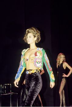 The Gianni Versace Vault - Christy Turlington walked for Gianni Versace Couture Runway Show 1991 - 90s Fashion, Couture Fashion, Retro Fashion, Runway Fashion, High Fashion, Fashion Show, Vintage Fashion, Fashion Outfits, Fashion Online
