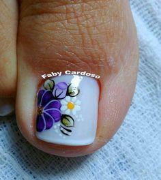 Confira as unhas dos pés decoradas e inspire-se Pretty Pedicures, Pretty Toe Nails, Pedicure Designs, Toe Nail Designs, Blue Nails, My Nails, Fall Toe Nails, Nails Only, Toe Nail Art