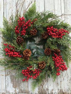 Navidad guirnalda, guirnalda de la baya del país, guirnaldas de pino. Berry y guirnalda de la Navidad de pino, pino Artificial guirnalda de la Navidad para la puerta Esta guirnalda artificial de Navidad al aire libre es el tiempo/lluvia resistente y está diseñado con una variedad de verduras de invierno artificial tales como cedro, enebro y una variedad de pinos y frutos rojos. Esta corona se mantenga al aire libre. Esta guirnalda de pino de Navidad es aproximadamente de 26- 28 de diám...