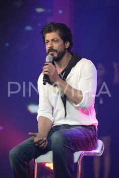 We have seen Shah Rukh Khan's different look in his career span of more than 25 years. The actor experiments with his look and fans go frenzy with wh...