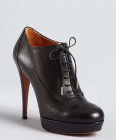 Gucci : black leather lace-up ankle booties