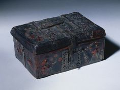 1350-1400 Leather Casket with Scenes of Courtly Love, embossed and incised leather with iron mounts over wood core (4 1/8 x 9 7/8 x 7 7/16 in.) - Cleveland Museum of Art 1999.211