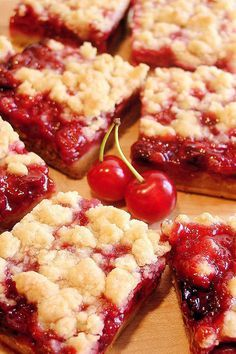 Cherry Pie Crumble Bars - Best Ever ~ The best cherry bars ever! Luscious cherry crumble bars with homemade or prepared tart cherry pie filling and a crust that tastes like pie pastry! Cherry Pie Crumble, Tart Cherry Pies, Cherry Pie Bars, Homemade Cherry Pies, Homemade Breads, Cherry Desserts, Cherry Pie Filling Desserts, Chocolates, Cookies Et Biscuits