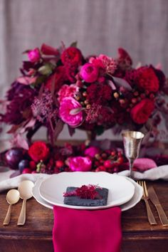 Red & Pink Wedding color scheme and flower inspiration for autumn weddings