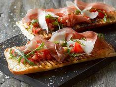 Grillet bruschetta m. tomat + lufttørret skinke | AMA