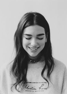 Find images and videos about beautiful, girls and smile on We Heart It - the app to get lost in what you love. Icon Girl, My Dua, Grunge Hair, Poses, Female Singers, Blue Hair, Selena Gomez, Portrait Photography, Beautiful People