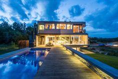 Casa KVS en Costa Esmeralda por Estudio Galera. Leer la nota completa. Foto: Diego Medina.