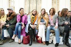 Clara, Mónica, Fiona, Amelia, Mónica en el front row de David Christian
