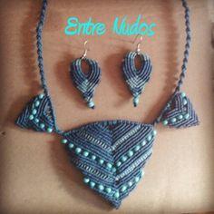 collar de picos en tonos azules con abalorios y pendientes a conjunto. #EntreNudosMacrame