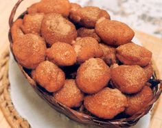 BOLINHO DE BANANA FÁCIL. Aprenda a fazer essa delícia para comer no chá da tarde. É fácil e fica uma delícia! Veja mais em: http://dicasdacasa.com/bolinho-de-banana-facil/