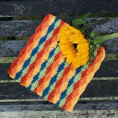 Lazy Waves Dishcloth :http://www.lookatwhatimade.net/crafts/yarn/crochet/free-crochet-patterns/lazy-waves-dishcloth/