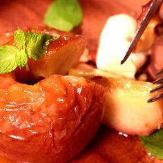 簡単なのに美味しい!丸ごと焼きりんご   料理動画(レシピ動画)のkurashiru [クラシル] Food Menu, Shrimp, Sweets, Meat, Recipes, Gummi Candy, Candy, Recipies, Goodies