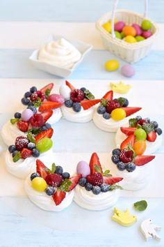 NEW Dollhouse miniature Food 6 Mixed Fruit Flower Cake Mini Tiny Bakery 15540 Cocoa Recipes, Baking Recipes, Pie Dessert, Dessert Recipes, Meringue, Pavlova Cake, Mini Pavlova, Food Texture, Pear Cake