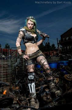 Photographer: Bart Kools Styling, model, hair & make up: Machinefairy Armor: Machinefairy & Siroj's Tenebris Let's do this. Post Apocalyptic Clothing, Post Apocalyptic Fashion, Borderlands, Wasteland Warrior, After Earth, Wasteland Weekend, Steam Girl, Post Apocalypse, Dieselpunk