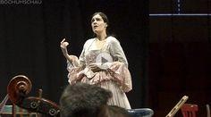 """Aufführung von """"Hochzeit des Figaro"""" mit den Bochumer Symphonikern und Harald Schmit als Erzähler im Audimax der Ruhr-Universität Bochum."""