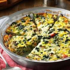 Crustless Spinach Quiche - I served this dish at a church luncheon and I had to laugh when one gentleman told me his distaste for vegetables. He, along with many others, were surprised how much they loved this veggie-filled quiche! Quiches, Vegetarian Recipes, Cooking Recipes, Healthy Recipes, Vegetarian Quiche, Paleo Quiche, Low Carb Quiche, Tofu Recipes, Milk Recipes