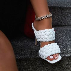 21 Heeled Mules for Beautiful Women Cute Shoes Heels, Fancy Shoes, Cute Sandals, Pretty Shoes, Buy Shoes, Beautiful Shoes, Flat Sandals, Beautiful Women, Heeled Boots