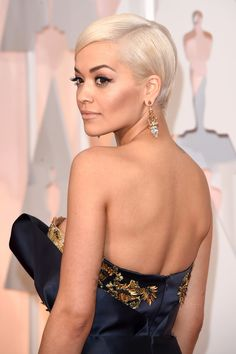 Rita Ora's Lorraine Schwartz earrings matched the golden design of her dress perfectly at the 2015 Oscars