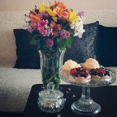 Living Room / Spring Flowers / Fruit tarts