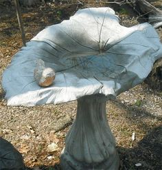 Simple Garden Projects | Concrete Bird Baths | Garden Crafts & Garden Decor. I love making these, try and experiment with different kinds of paint (metalic, glitter). Make sure to put a concrete sealer over it when you are done so it stays nice.