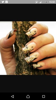 Just look at the perfect curves in this design. Nail Art How To: Fall Floral French Nails Tutorial Pretty Nail Colors, Pretty Nail Designs, Pretty Nails, Nail Art Designs, Gorgeous Nails, Cute Nails, My Nails, Fall Nails, Nail Art Images