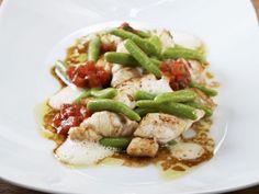 Seezunge mit Bärlauch-Kartoffelnudeln ist ein Rezept mit frischen Zutaten aus der Kategorie Meerwasserfisch. Probieren Sie dieses und weitere Rezepte von EAT SMARTER!