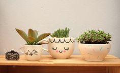 We ♥ plantas! De qualquer jeito (e tem vários, espia essas dicas de mini-hortas) elas ficam uma belezura e dão outro clima, cheio de vividez, pro ambiente. Afinal, hortinhas com mais vida do que elas já têm, só se também tivessem carinhas… Opa! Ó a ideia surgindo aí. Conseguimos deixar essas plantas ainda mais alegres, [...]