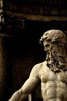 Statua di Oceano (XVII), dettaglio, Pietro Bracci. Fontana di Trevi, Roma, Italia.