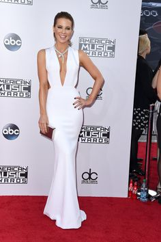 Sexy Stars Hit the AMAs Red Carpet!: The red carpet at the American Music Awards is quickly becoming a veritable who's who of Hollywood.