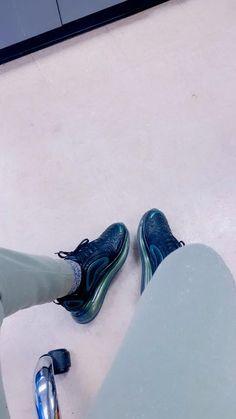 Shoes Gif, Crepes, All Black Sneakers, Fitness, Fashion, Moda, Pancakes, Fashion Styles, Fashion Illustrations