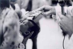 Wanneer er een baby geboren is, voltrekt een priester  een speciale gelegenheid, waarbij hij bidt om gezondheid en welzijn voor de moeder en het kind. Tien dagen na de geboorte krijgt een baby tijdens de plechtigheid zijn naam, en wordt de horoscoop van het kind nagetrokken; die laat de stand van de sterren en planeten zien ten tijde van de geboorte.