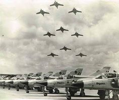 ☆ South African Air Force ✈ Buccaneer Flypast with Mirage IIICZ's parked on the flightline Military Jets, Military Aircraft, South African Air Force, Dassault Aviation, Airplanes, Fighter Jets, Afrikaans, Army, Birds
