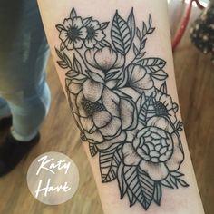 flores por Katy Havk de São Paulo - ABC   #tattoo #tatuagem #brasil #tattooart #blacktattoo #onlyblack #flores #flowers #black #tatuagemfeminina