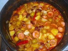 Густой фасолевый суп с сосисками и зелёными оливками