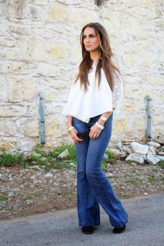 OOTD: SXSW Street Style, festival wear. Flowy top & flared jeans.#HelloGorgeous