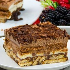 Vă îndemnăm cu mare drag să încercați acest desert delicios din câteva straturi total diferite, dar care împreună oferă prăjiturii un gust miraculos și un aspect inedit. Această prăjitură este o idee originală, care are