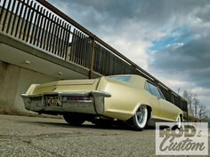 1965 Buick Riviera - Goldfinger