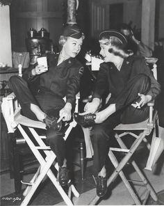 Vera-Ellen & Rosemary Clooney on the set of White Christmas, directed by Michael Curtiz. Old Hollywood Stars, Golden Age Of Hollywood, Vintage Hollywood, Classic Hollywood, Hollywood Images, White Christmas Movie, Christmas Movies, Vintage Christmas, Christmas Outfits