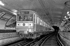 Paris Pictures, Paris Photos, Paris France, Transport Public, Paris Metro, Nyc Subway, London Underground, Urban Decay, Architecture