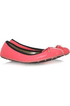 Jimmy Choo patent leather ballet flats in pink :-) Pink Ballet Flats, Shoes Too Big, Discount Designer Clothes, Dream Shoes, Fashion Advice, Clothes For Sale, Jimmy Choo, Patent Leather, Celebrity Style