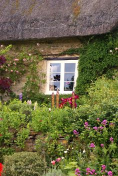The Swenglish Home: Decorating details Country Cottage Garden, English Country Cottages, Cozy Cottage, Country Life, Cottage Style, Irish Cottage, Country Houses, Cottage Gardens, Country Living